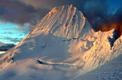 Rock Climbing Photo: Alpamayo at sunset from col camp. July 2002