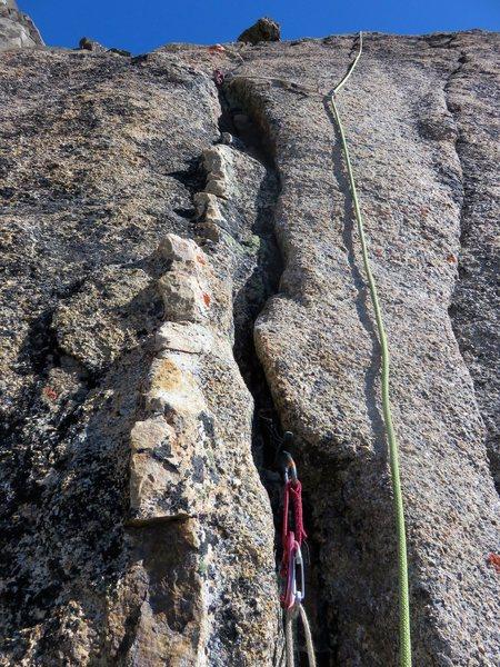 Rock Climbing Photo: Quartz dike at the end of Pitch 4.