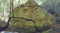 Picture of Pharaohs Peak(yellow) and Jenn Queen of the Nile (blue) route on Raiders Of The Lost Ark Boulder