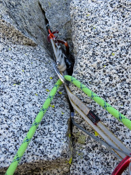 A nice stopper placement at the 11+/12- crux (Pitch 6). There is also a good place for a medium-sized cam (either orange metolius, 0.4, or 0.5 cam would work) right above the crux move.