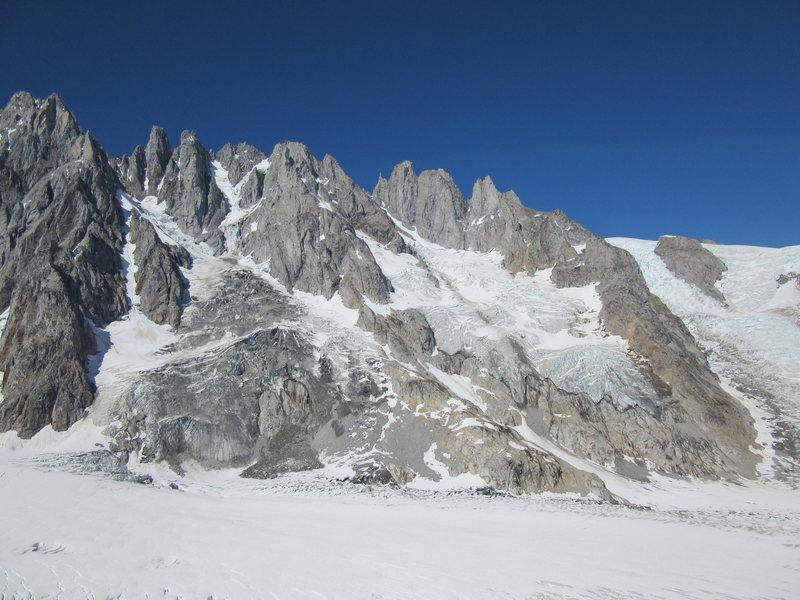 L-R Mount Asperity, Serras 5-1, Stilletto Needle, Stilletto, Dentiform. Sunny Knob and the Tiedemann Glacier in the foreground.
