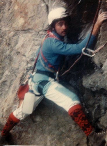 Traversing to belay at roof pitch