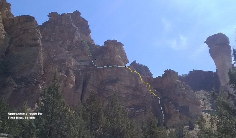 Rock Climbing Photo: Approximate route showing 5 pitches. Look in Smith...