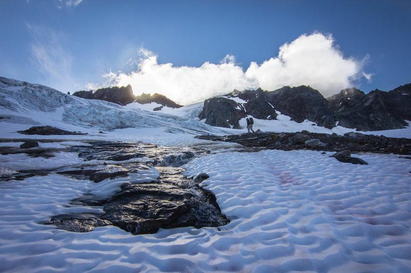 Rock Climbing Photo: Climbing up Boston Basin towards the Quien Sabe Gl...