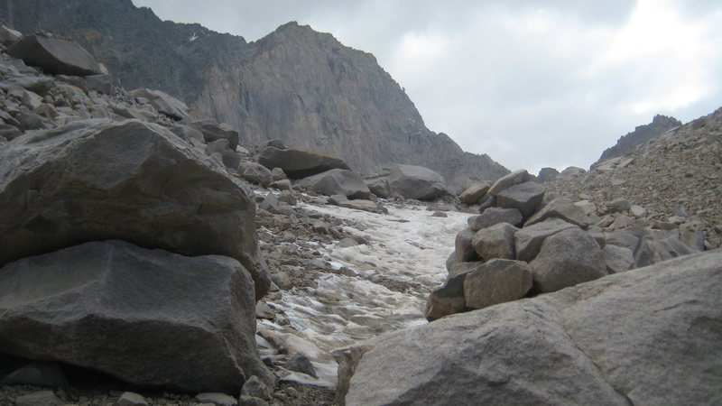 Rock Climbing Photo: On the way to Alamchal. Alam Kooh's wall is on...