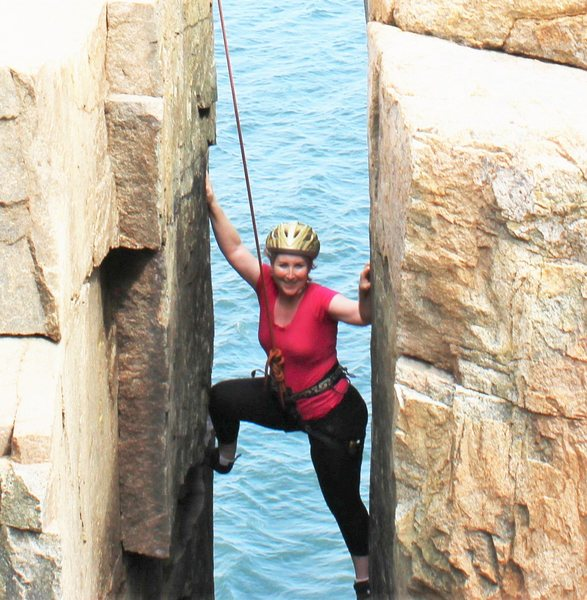 Rock Climbing Photo: Sheri Stemming across the Great Chimney at Otter C...