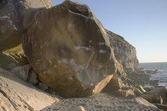 Rock Climbing Photo: Such a beautiful boulder on an aesthetic beach.