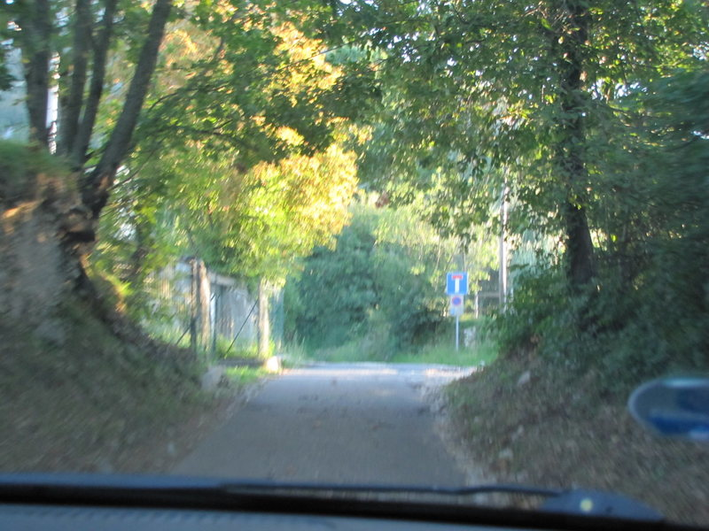 Rock Climbing Photo: After the apartment building, turn right onto this...