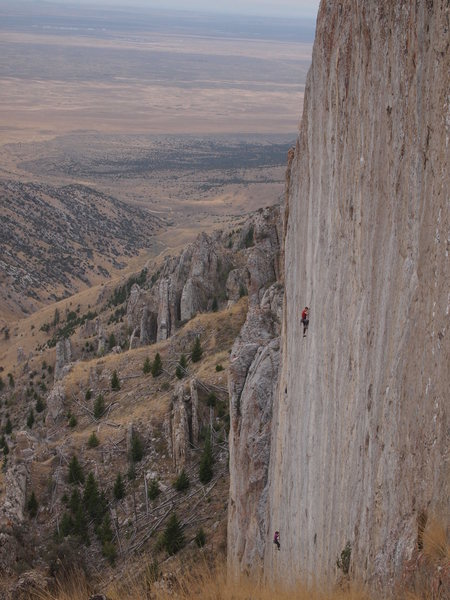 Rock Climbing Photo: Unknown climbers getting high on the Discovery Wal...