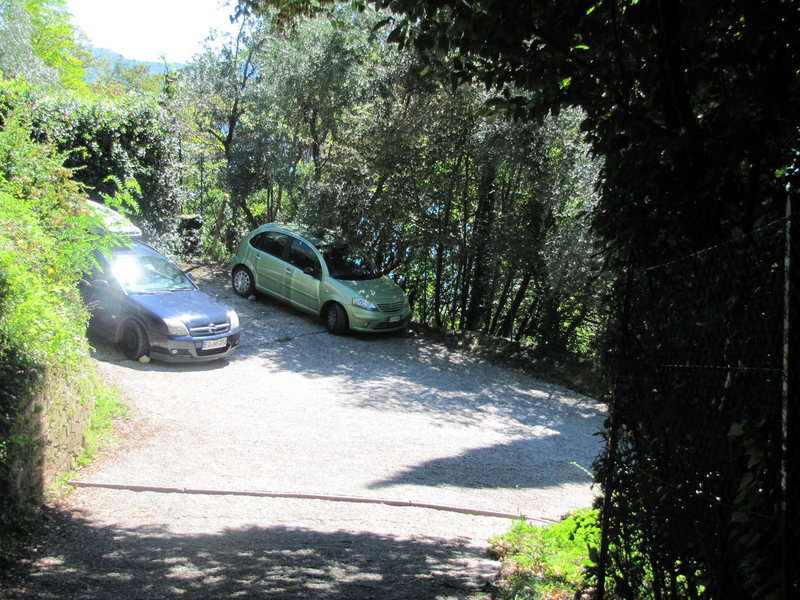 Here&@POUND@39@SEMICOLON@s the parking area with capacity for 3 cars, as you can see.
