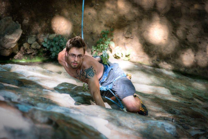 Rock Climbing Photo: John Hood chalking up on Tissue Tiger