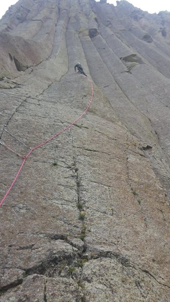 The rope is following the line of carls face.  Carols crack can be seen to the left.