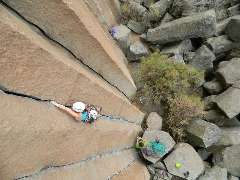 Rock Climbing Photo: Lis Cordner cruising this classic pitch in style f...