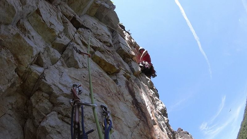 Second pitch of Muscle Beach, just about to enter the crux sequence.