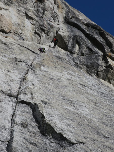 Rock Climbing Photo: endless line of climbers (p1 and start of p2)