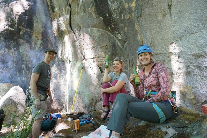 Rock Climbing Photo: Jayson, Kirsten and Haley at the hang with a midda...