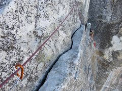 Rock Climbing Photo: Pitch 9 traverse. Easy (5.5ish) yet exposed traver...