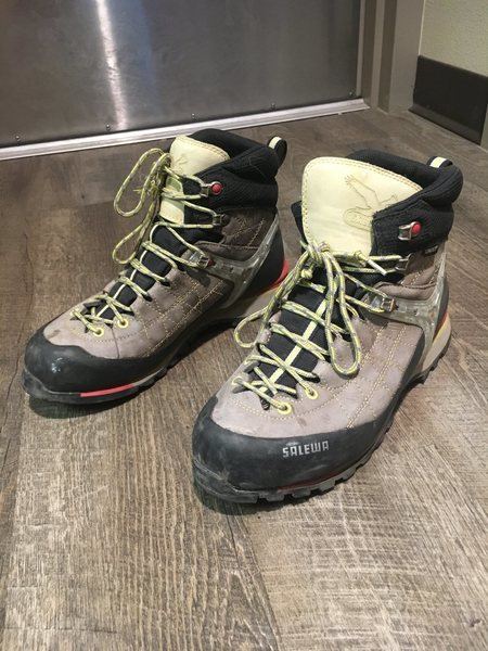 Galewa Repace GTX. Moderately used. 8.5