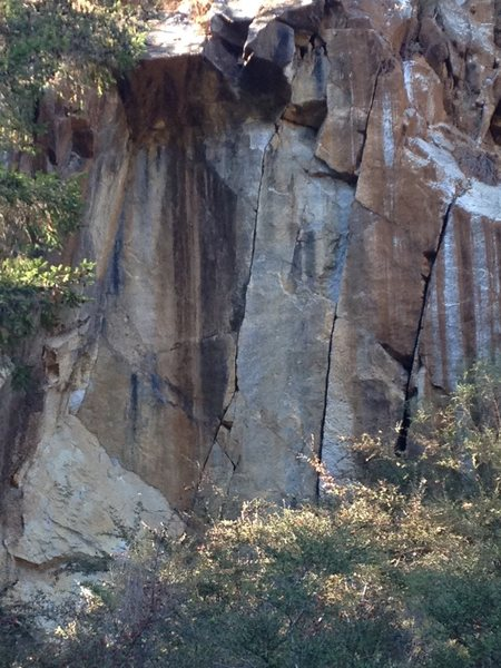 Rock Climbing Photo: The three quarry cracks and the roof in all its gl...