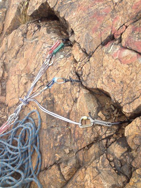 Rock Climbing Photo: The top anchor area. I used a 0.3, 0.4, 0.75 Camal...