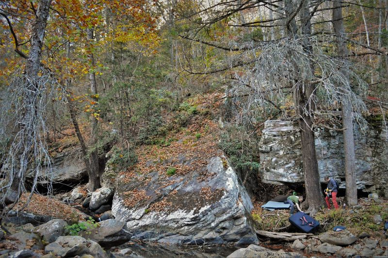 Rock Climbing Photo: The boulder to the right is the Night Vale Boulder...