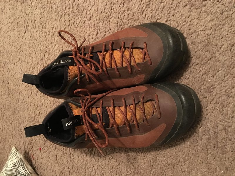 Arc&@POUND@39@SEMICOLON@teryx Axrux FL GTX approach shoes. I love these things and hike in them all the time, I&@POUND@39@SEMICOLON@ve just decided they&@POUND@39@SEMICOLON@re about a half size too small. Size 8, owned for one year. Still TONS of life left, these things are bombproof. $90 shipped.