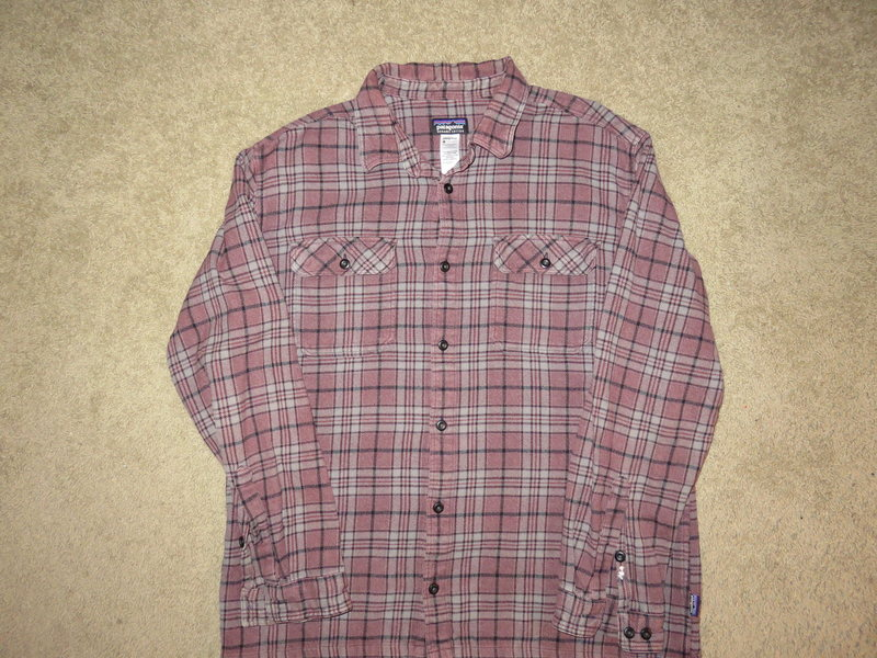 Men&@POUND@39@SEMICOLON@s Patagonia organic cotton flannel shirt size XL $30<br> these retail for over $80