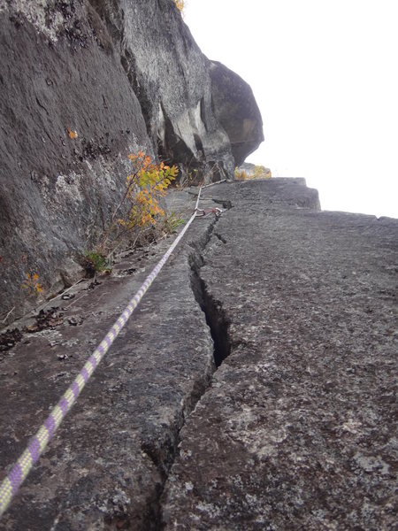 """Looking up """"Entrance Crack"""" 5.9."""
