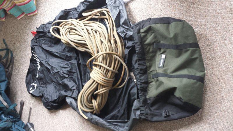 Rock Climbing Photo: Mammut 70m 10.2 dry with ropemaster bag. Forgot th...