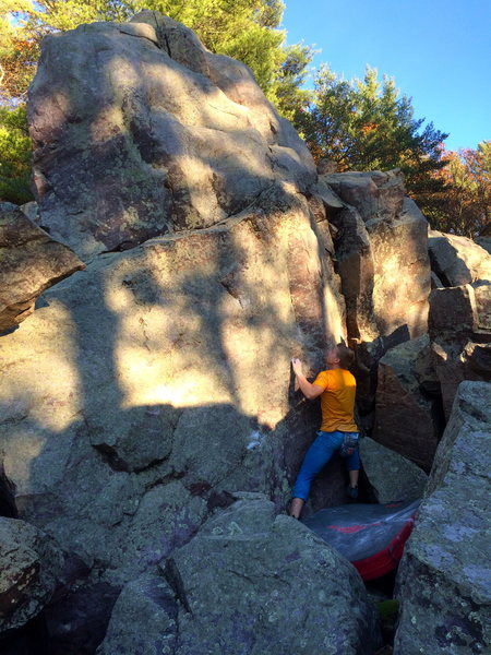 Rock Climbing Photo: Moving right across the crimps and sidepulls
