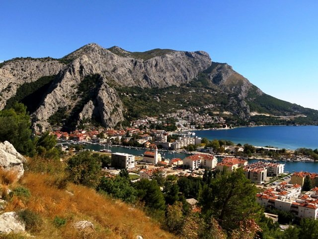 On the approach to Stomorica is this view of Omiš
