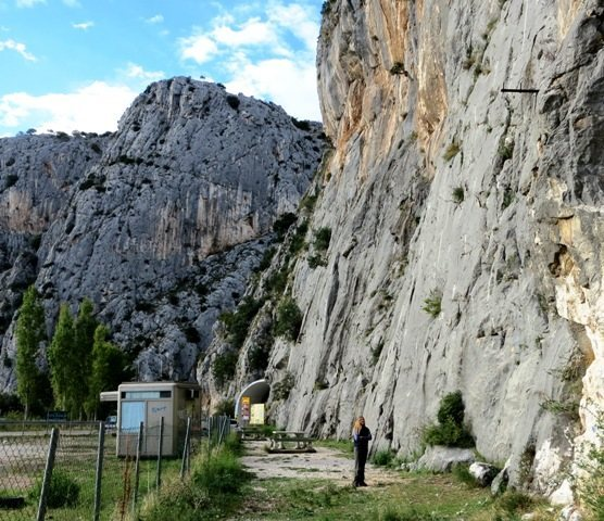 Checking out the road/river-side crag Planovo
