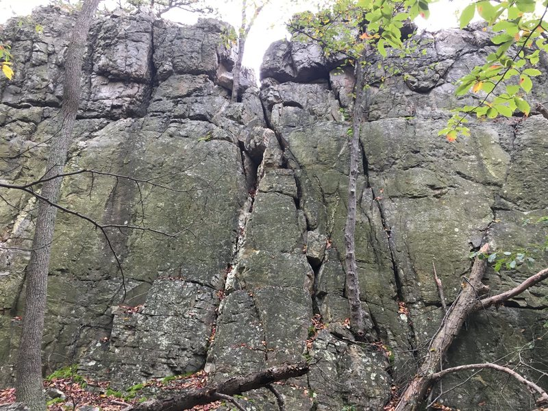 Rock Climbing Photo: Cate's Crawl (5.0) at The Main Wall Wolf Rock,...