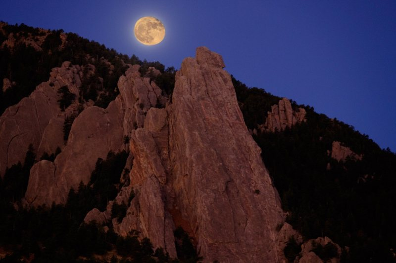 Moon set over the 3rd Flatiron.