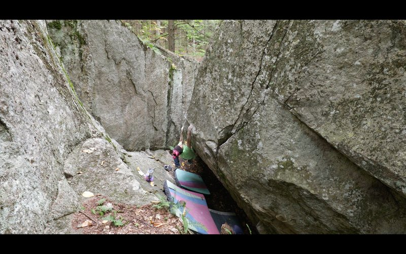 Rock Climbing Photo: Entering into the crux sequence on 'The Chasm&...