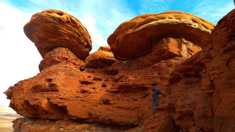 Rock Climbing Photo: Scrambling toward the highest sailor.