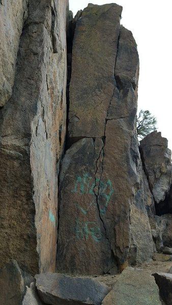 Rock Climbing Photo: Hand to Fist inside corner, Skull & Crossbones thi...