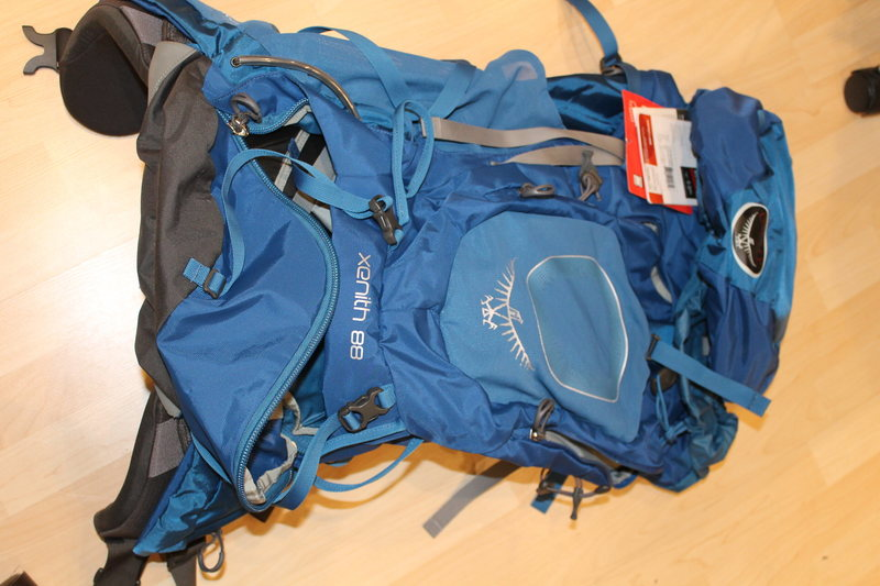 <br> NEW Osprey Xenith 88 (88 Liters) size Medium blue backpack <br> 235$ (retail 360$)