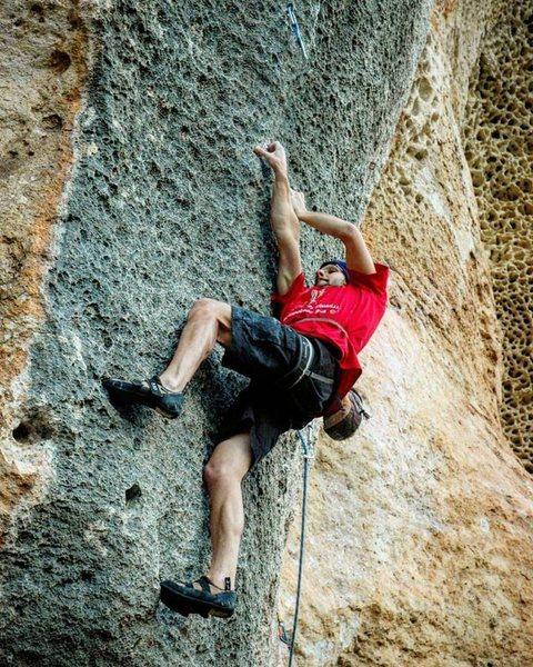 Route: Hayena 8b<br> Sector: Alveare<br> Climber: Paolo Antoniotti