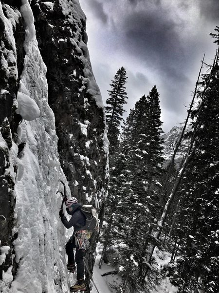 Rock Climbing Photo: Beginning of Lower Green Sleeves.