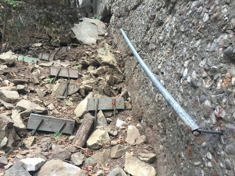 Rock Climbing Photo: Handrail