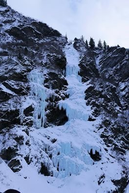 Rock Climbing Photo: Flying Cloud is the steep line of ice on the left.