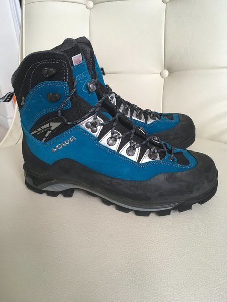 New Mountaineering boots: $200<br> Lowa Cevedale ProGTX<br> Womens Size 10<br>