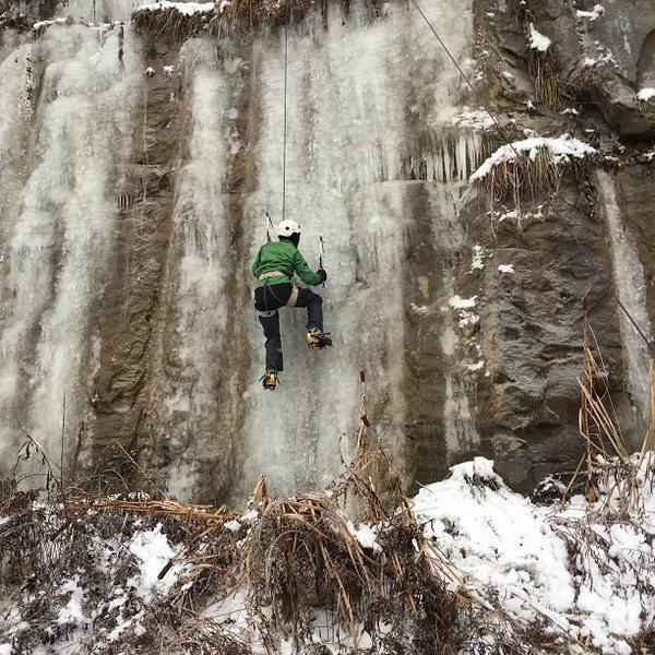 TJ &@POUND@39@SEMICOLON@s 1st ice climb 12-17-2016