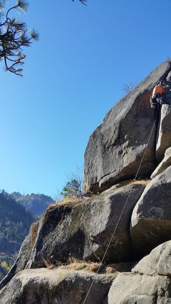 Leading the very short crux hand/fist crack in the middle of the route.