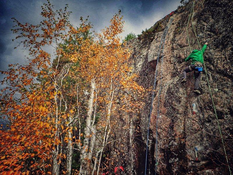 Carl climbing Wundercling, Oct 2015.