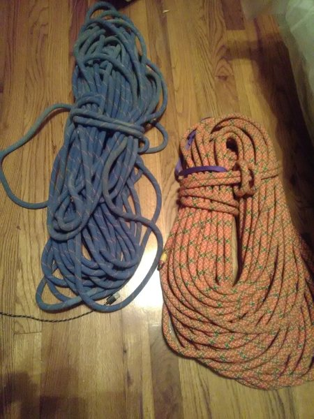 on right: edelweiss single rope don&@POUND@39@SEMICOLON@t know length and the blue is unmarked