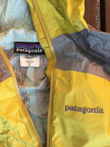 Patagonia ultralight waterproof pullover shell