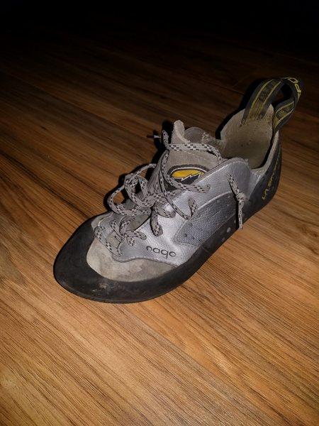 Missing shoe.
