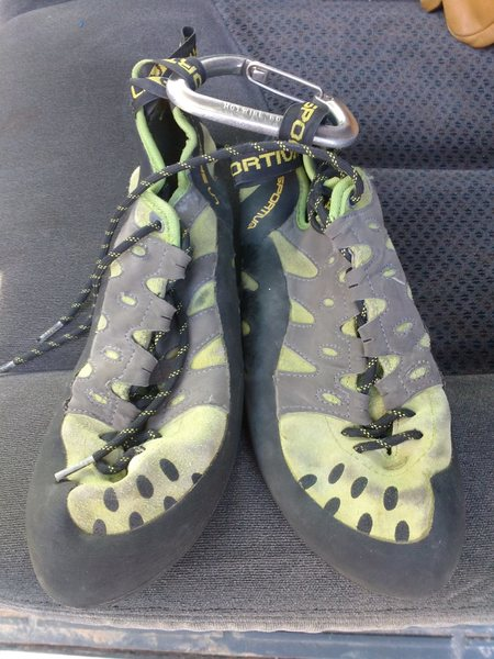 Rock Climbing Photo: $40 La Sportiva tarantulace size 9